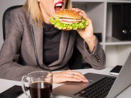 Hábitos alimenticios que disminuyen tu productividad en el trabajo 0