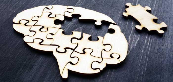 Puzzle de cerebro con una ficha aparte