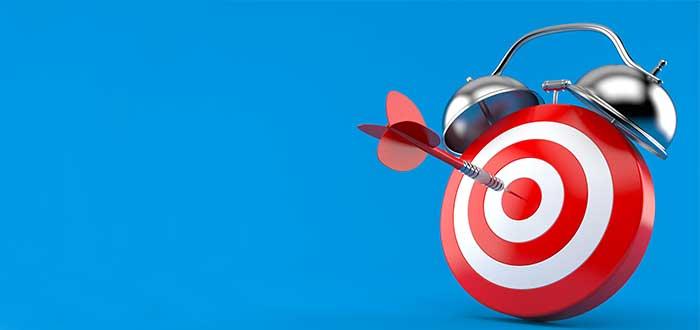 reloj con un blanco y una flecha en el centro factores críticos de exito