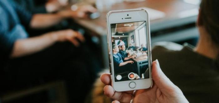 Conocer las ventajas y desventajas del vídeo marketing te ayudará a saber si te conviene emplear esta estrategia dentro de tu plan de negocios.
