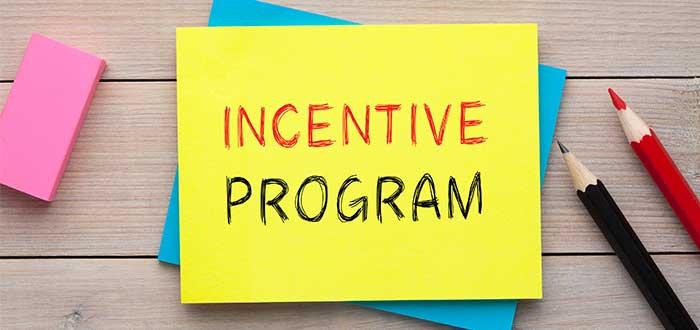 post it con letrero incentive program liderazgo empresarial