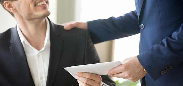 jefe_entrega-sobre_a_empleado_frases_richard_branson