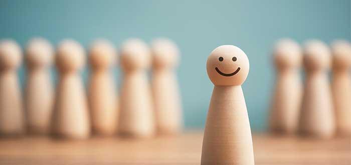 fichas_fondo_ficha_adelante_cara_sonriente
