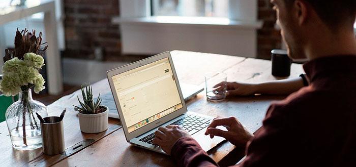 ¿Pensando en renovar tu oficina? Sillas y mesas, tu prioridad 2