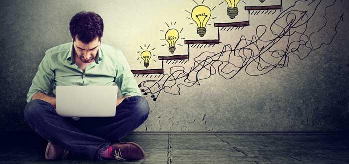 Hombre generando ideas