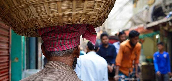 hombre_canasta_cabeza_bangladesh