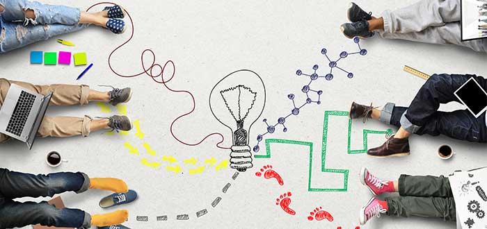 Modelos de negocios disruptivos_personas_trabajando_en_el_suelo_pintado