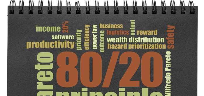 Cuaderno con letreros ley de Pareto y regla 80/20