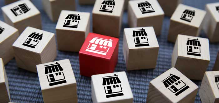 Cubos de madera con íconos de franquicia