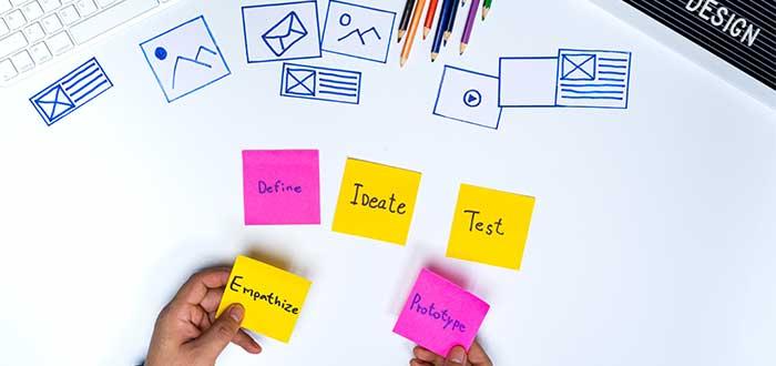 persona_escribiendo_notas_sobre_producto_minimo_variable