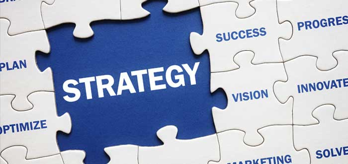 Puzzle con fichas de estrategias de crecimiento