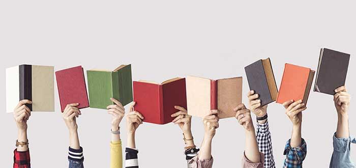 reglas_para_el_exito_manos_alzadas_con_libros