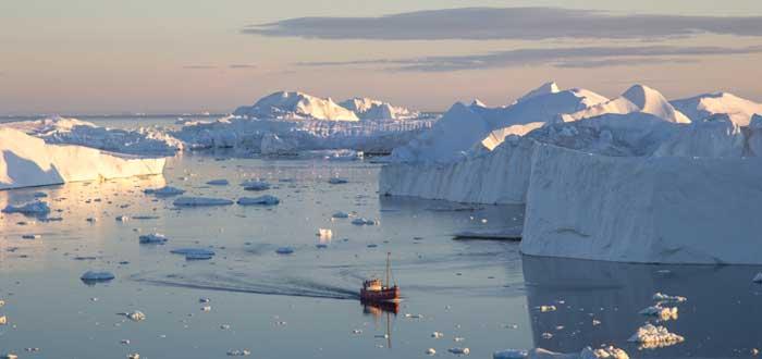 Barco y metáfora de iceberg organizacional