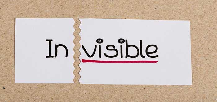 Letrero roto con la palabra Invisible