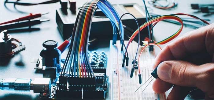 Microcontrolador de hardware de tablero electrónico