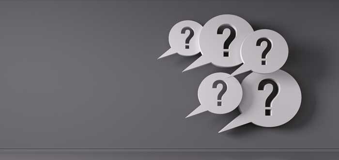 Burbujas de voz con signos de interrogación