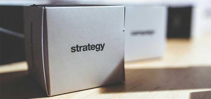 Caja con la palabra Strategy