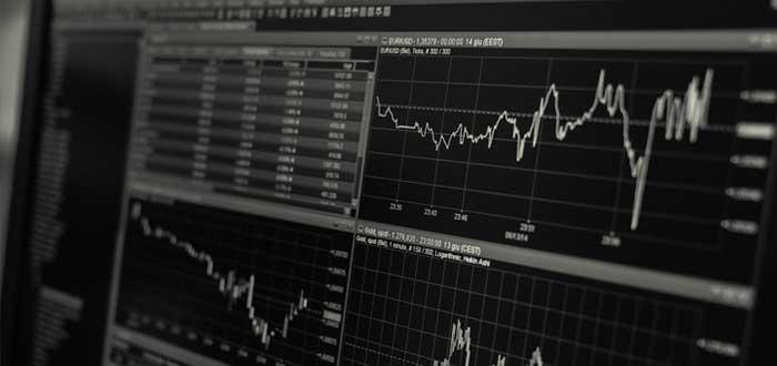 Cifras y gráficos de movimientos financieros