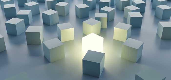 Cubo luminoso en medio de cubos apagados