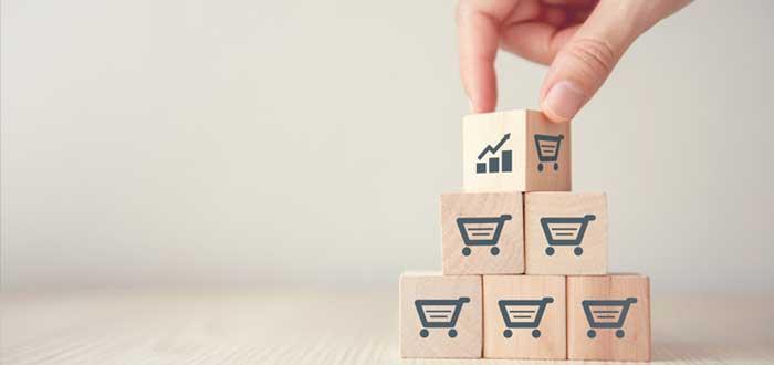 Cubos con íconos de aumento de volumen de ventas