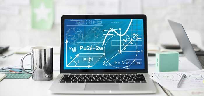 Laptop con gráficos matemáticos y financieros