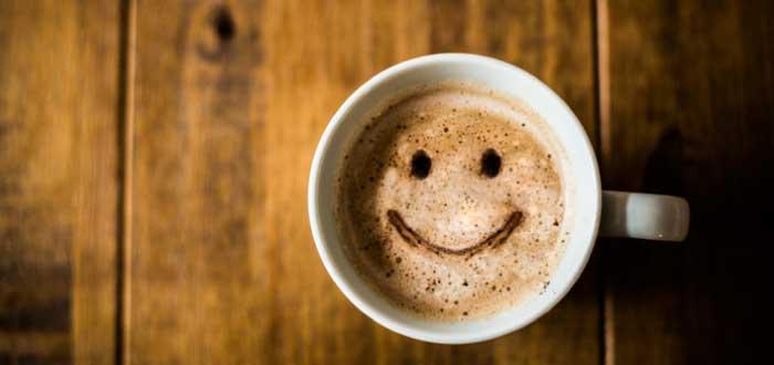 taza de café con una carita sonriente