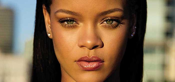 Retrato del rostro de Rihanna sobre un fondo difuminado