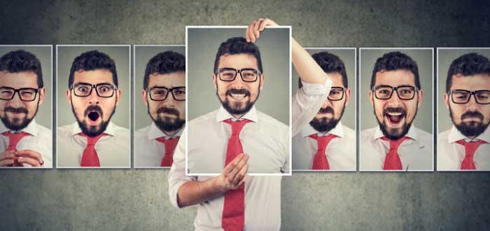diferentes expresiones del rostro de una misma persona