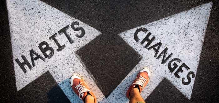 dos caminos seguir los hábitos o cambiar