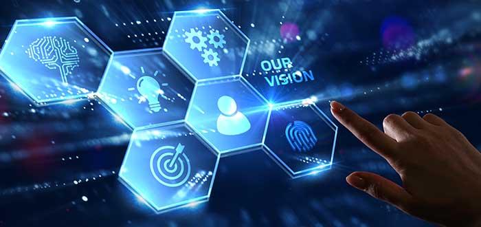 Mano sobre pantalla digital con iconos azules y hexagonales que representan o se relacionan con la visión empresarial