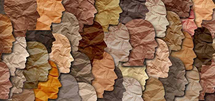 recortes con forma de rostro de perfil en diversos colores como muestra de la diversidad en las empresas