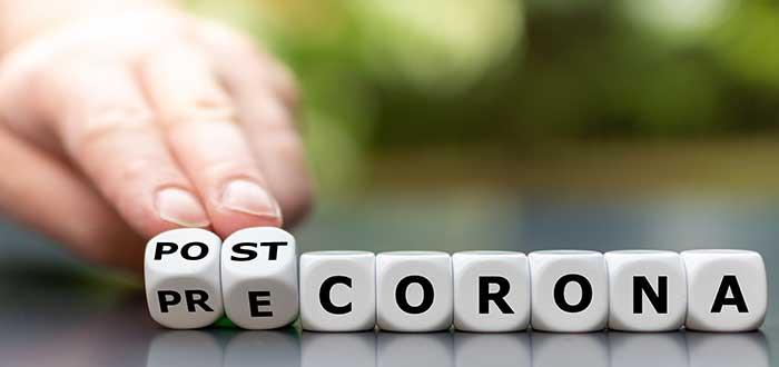 Mano mueve fichas para mostrar el impacto del coronavirus en las empresas