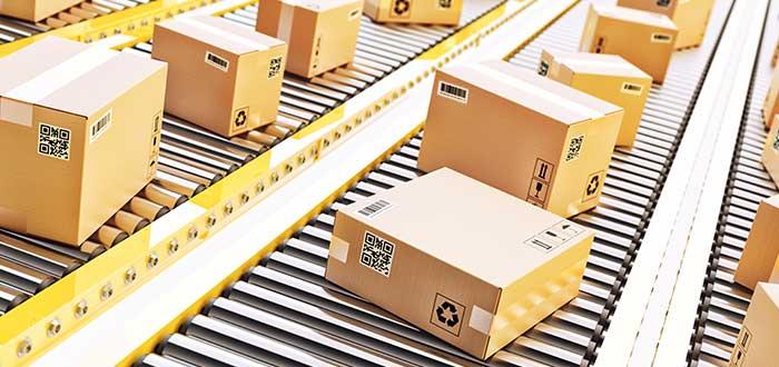 Embalaje de productos en cajas para su distribución