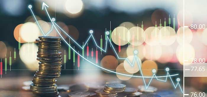 Monedas y gráfico que ilustran los métodos de fijación de precios