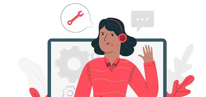 Mujer brinda asistencia al cliente de manera virtual