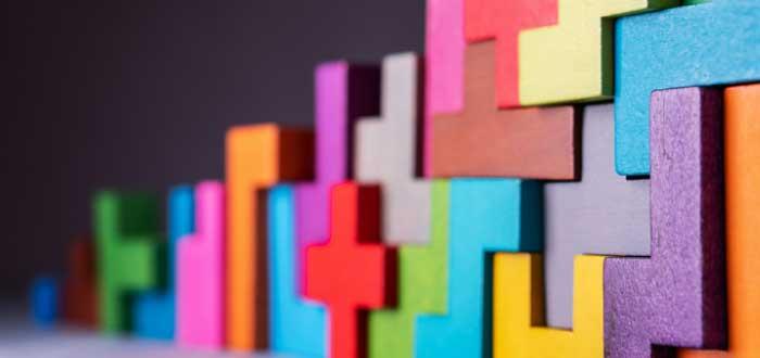 legos de distintos colores