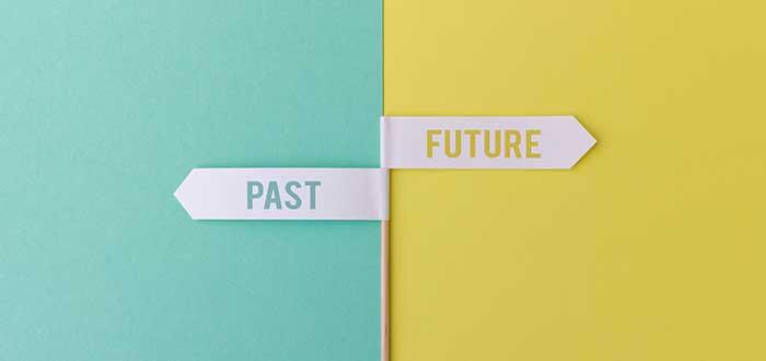 señalización hacia el pasado y hacia el futuro