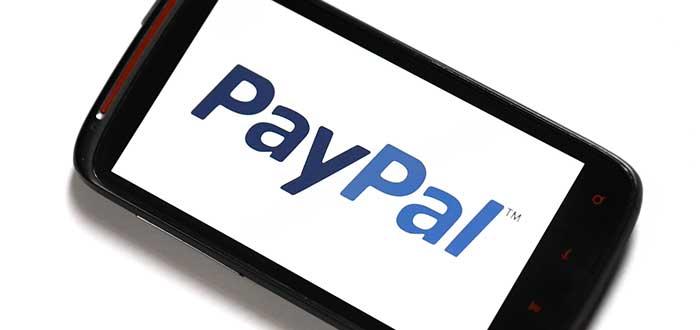 Teléfono con Paypal en su pantalla