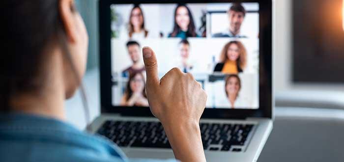 Personas en vídeollamada