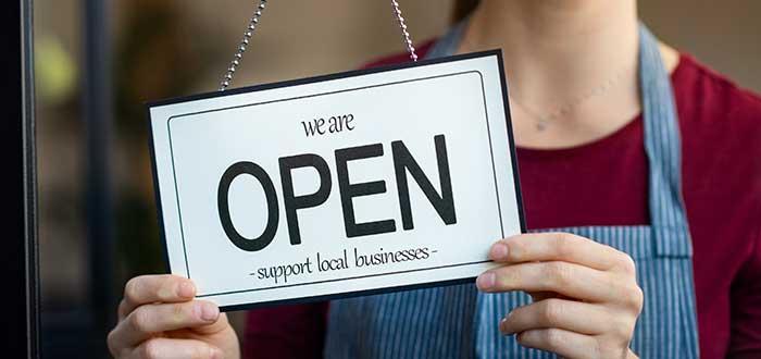 Letrero estamos abiertos
