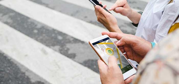 Usuarios utilizan apps de movilidad para desplazarse