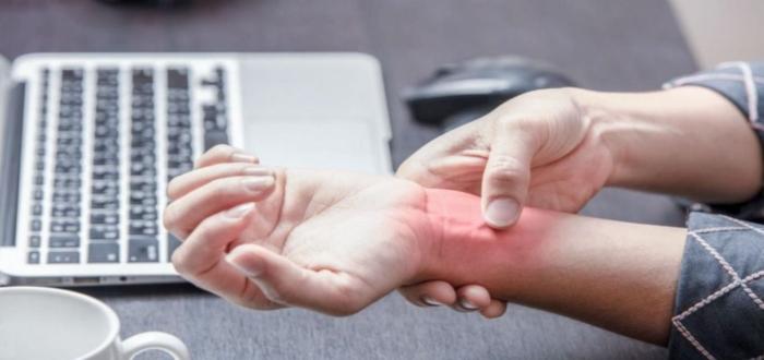 Los riesgos ergonómicos afectan las muñecas y sus tendones