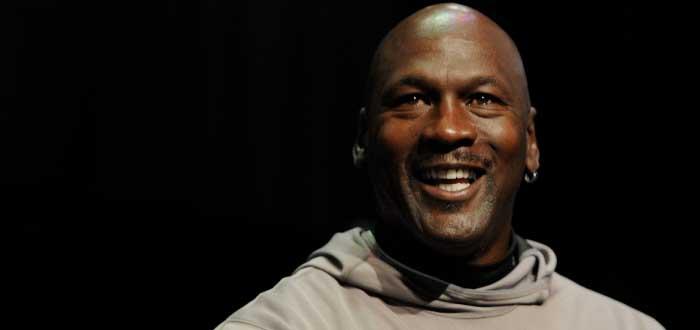 Michael Jordan sonriendo