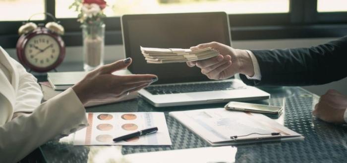 Aprende cómo negociar el salario inicial sin perder la oferta laboral